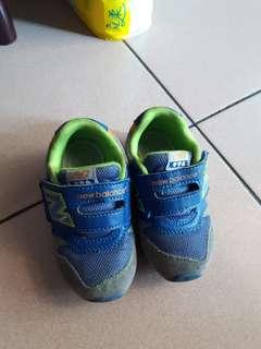nb慢跑鞋