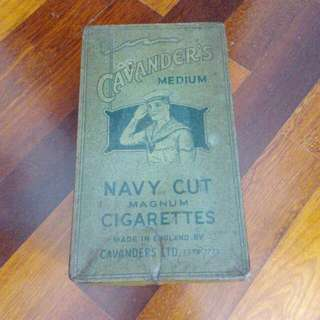 England Cavender's Medium Navy Cut Magnum 500 In 10s Cigarettes Tin Vintage
