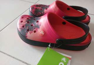 Brand New with Tags Unisex Crocs Tropical Design