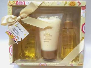 Elianto Natural Indulgence Body & Fragrance Sweet Almond Gift Set