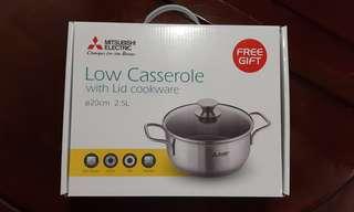 New全新 20cm 2.5L Low casserole with lid 有蓋煲