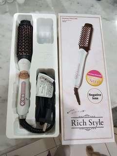 Straighten Brushing Hair