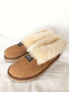 BNWT Uggs Chestnut Winter Slippers
