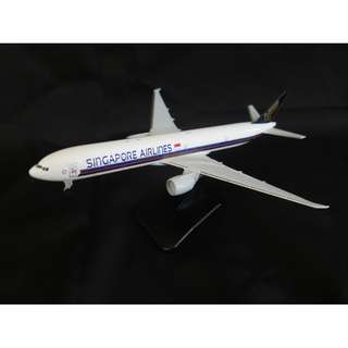 Singapore Airlines boeing 777-300ER with landing gear / Model Aeroplane / Airplane / Diecast model