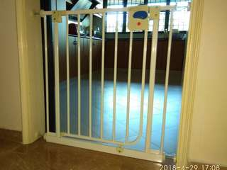 Lucky Baby Smart system swing back gate for sale