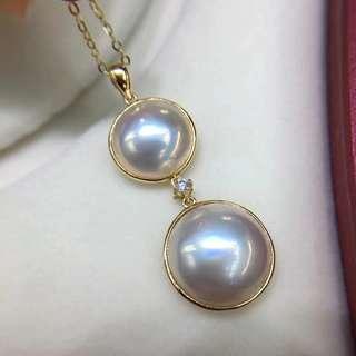 馬貝吊墜小10-11mm,大12-13mm 18k金鑽石💎鑲嵌 母親節特惠💰💰發售,歡迎咨詢訂購😊 送銀鍍金項鏈。馬貝珠越來越稀有,且買且珍惜。