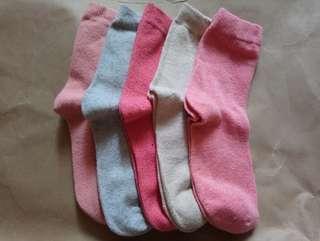 女裝中筒毛襪($20/對)