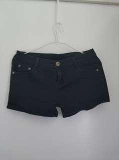 黑色短褲  Black shorts