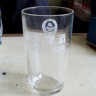 早期青島啤酒白字玻璃啤酒杯一隻 (議價不覆)