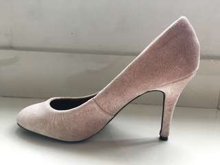 charles and keith light pink velvet pumps