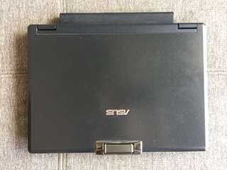 ASUS F9E laptop in excellent condition