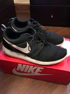 Nike roshrun m not flyknit yeezy ultraboost