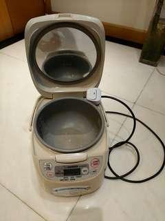 Zojirushi rice cooker 電飯煲 象印