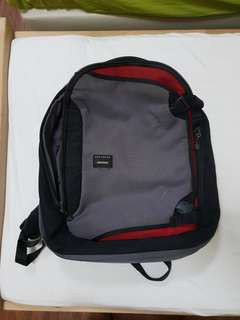 Crumpler dry red No. 5