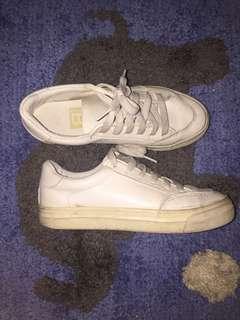 🚚 小白鞋 22半