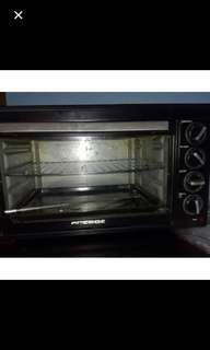 Baking and roasting oven