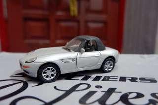 Miniatur mobil pajangan
