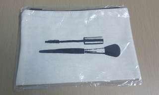 全新maple 化妝袋一個,原價15
