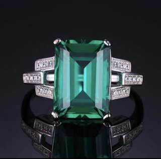 Classic Green Emerald Ring