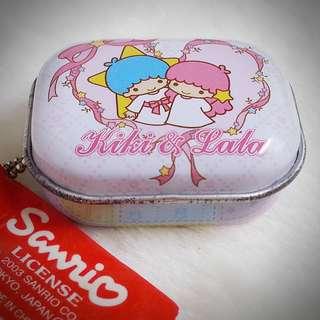 Kiki & Lala 2003年 雜物盒 鐵盒仔匙扣  Sanrio Product 日本空運 日本版 珍藏 紀念 小禮物 小吊飾 掛飾(雙星仙子,KiKi&LaLa)(リトルツインスターズ) 185978
