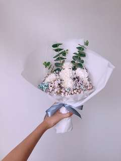 Cotton candy and carnations bouquet