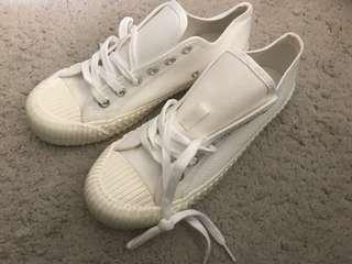 韓國款 全新白布鞋 40size not converse vans Nike Adidas 有塵袋