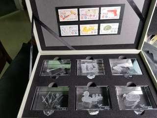 香港郵政局贈品:水晶擺件及郵票一盒