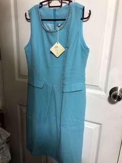 Light blue sleeveless office dress with pockets