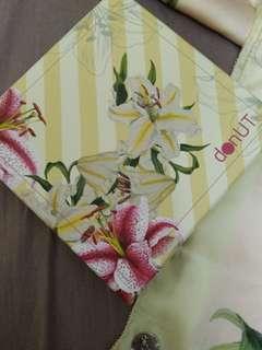 Donutscarves in Lily