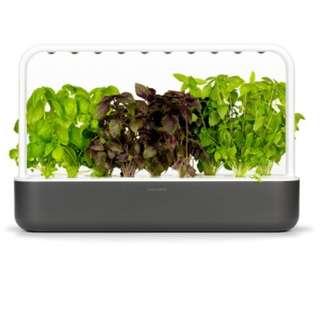 Click and Grow - The Smart Garden 9