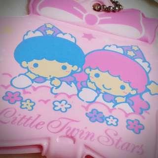 Little Twin Stars 1996年 名牌 匙扣 掛牌 行李牌 行李掛牌  Sanrio Product 日本空運 日本版 珍藏 紀念 小禮物 小吊飾 掛飾(雙星仙子,KiKi&LaLa)(リトルツインスターズ)  494066