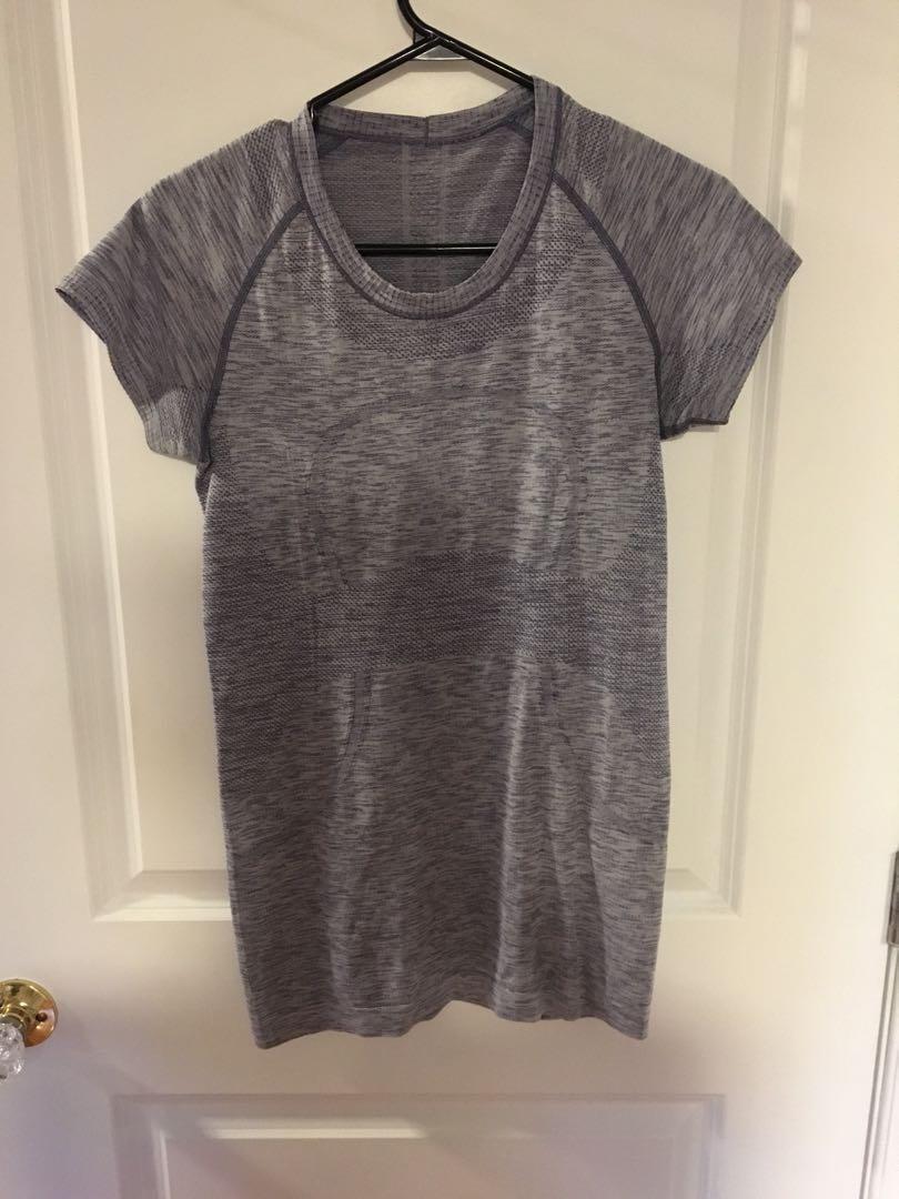 Lululemon workout tshirt size 4