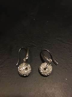 bn chomel a very nice bling pair of earrings
