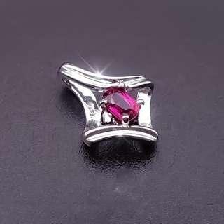 【D-W 香港鑽石世界】全新18K白金 50份天然紅寶石時尚美墜--001338-28