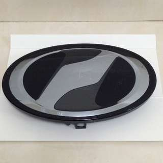 Toyota vellfire executive lounge front grille emblem