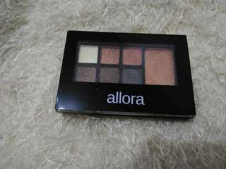 Eyeshadow palette travel size