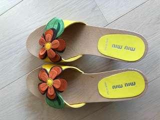 名牌miu miu💖💖 全新夏天涼鞋👡👡😍😍😘😘💖💖👡👡大減價😍超級靚夏天必備(原價$2000)