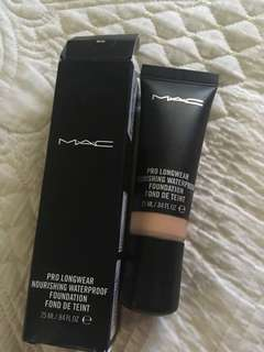 Mac Pro Longwear waterproof foundation NC35