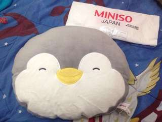 Bantal pinguin miniso