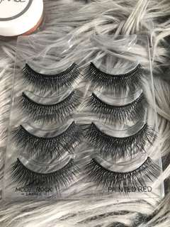 Model rock double layered lashes