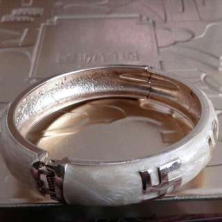 Gold Classy Pearlized Bangle