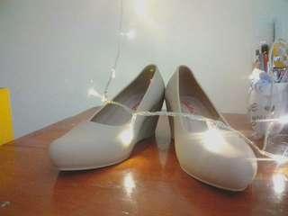 Sepatu coklat muda