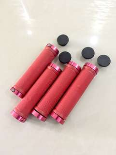 Red / Red Grips