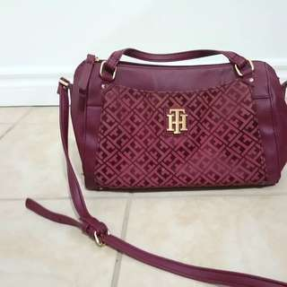 Tommy hilfiger crossbody maroon bag