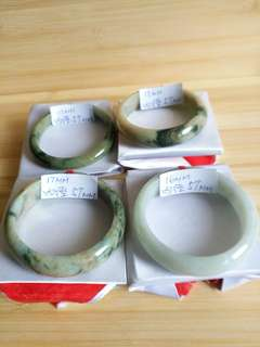 緬甸a玉 翡翠手鐲, 全部內徑57 mm, 靚玉無裂紋, 清貨價單隻330元, 兩隻 600元 四隻一手1000元, 快者得
