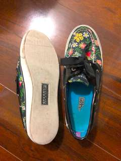 Sperry floral size 6