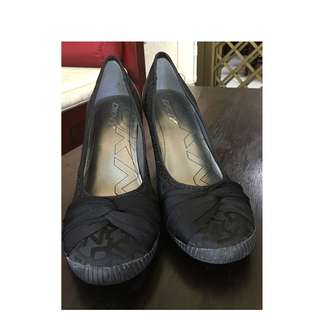 Expat sale: amost NEW DKNY branded shoes