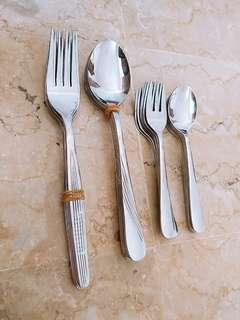1 set peralatan makan