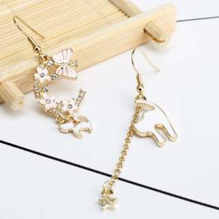 [Brand New] 😻 Asymmetric Cat Dangling Earrings with Butterfly and Flowers