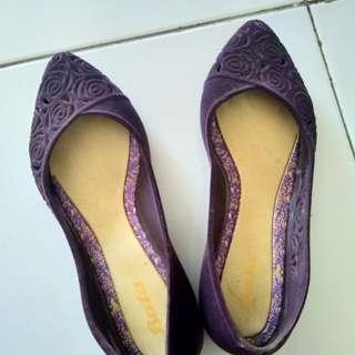 Sepatu bata purple